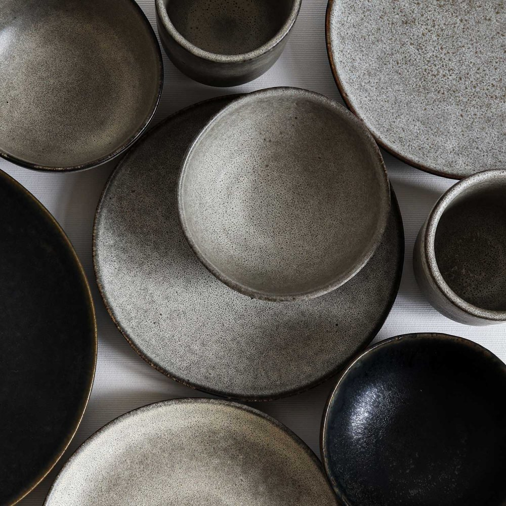 Plates made of stoneware